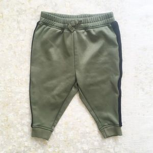 🌿 Crazy 8 Track Pants Stripe Green 12-18 Mos